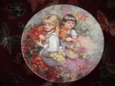 WEDGWOOD QUEENS WARE DISPLAY PLATE LIMITED EDITION MARY VICKERS OUR GARDEN